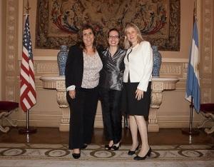 Marta Pascual (EF. '88) Argentina, Marcia Bosshardt, Consejera de Asuntos Públicos Embajada EE. UU. Silvia Bacher (EF. '01) Argentina.